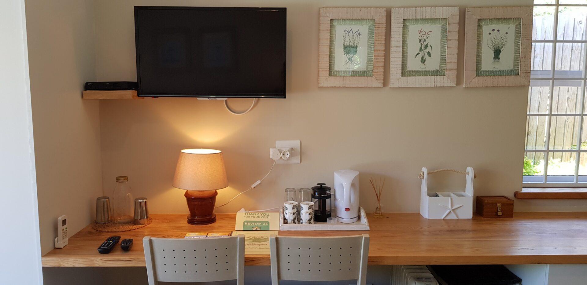 Jon's room - Desk and TV